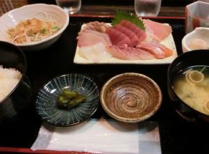田崎市場の新鮮定食 魚良